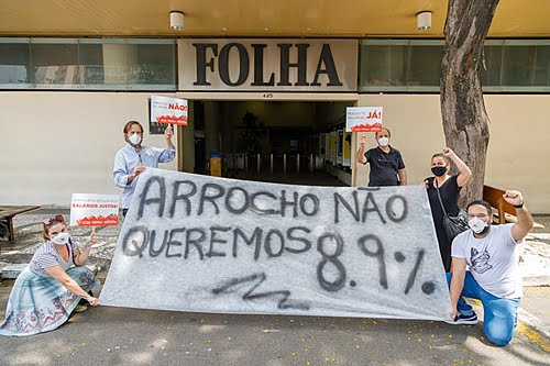 Union of Journalists takes action against wage tightening in front of Folha de S. Paulo