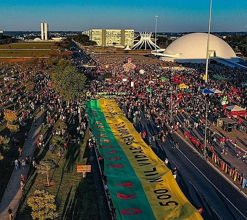 """Brasília: Protesters march to Congress calling on Bolsonaro to """"pay for his crimes"""""""