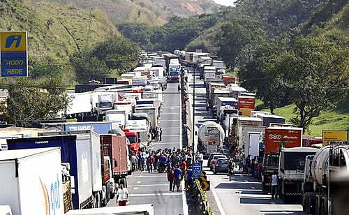 """""""It's a joke"""": truck drivers laugh at the R$ 400 help to buy Diesel, announced by Bolsonaro"""