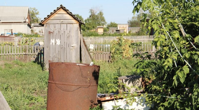 """""""Khrushchev, Brezhnev promised comfortable apartments, but they never had a chance to wash in the bathtub!""""  The life of a burnt down barrack in the Omsk region"""