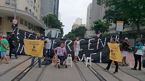 Street vendors demand authorization from the City of Rio to return to work in the city center
