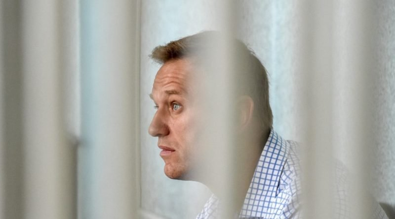 """The deputy chairman of Yabloko asked the European Parliament not to give the Sakharov Prize to Navalny.  Peskov: they have no reliable information about """"this defendant"""""""