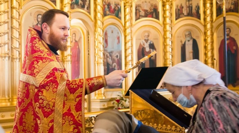 The priest of the Russian Orthodox Church was fired after he wrote on social networks that he was ready to shake hands with Navalny for the Sakharov Prize