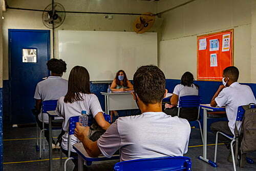 Which students are exceptions to the mandatory return to classes in São Paulo?
